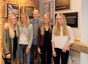 Jutta und Andreas Schrade mit ihren Töchtern Laureen, Lisa und Ellen
